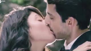 Nashe si chad gayi hot kissing scene