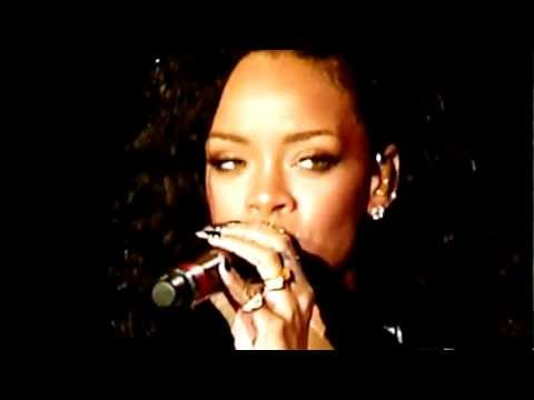 "COLDPLAY ""Umbrella"" feat RIHANNA live Stade de France, Paris - FRANCE 02/09/2012"