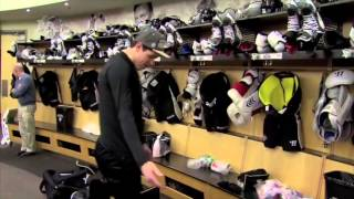 "getlinkyoutube.com-Sidney Crosby Stick Prep and Geno: ""Where's my logo?"""