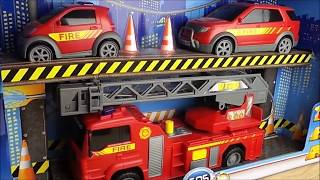 getlinkyoutube.com-TOP 3 FIRE ENGINE TOYS BY GERMAN DICKIE TOYS THE SOS SET WITH LIGHTS SOUND EFFECTS AND PUMPING WATER