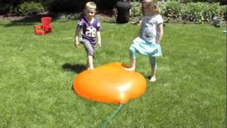 getlinkyoutube.com-Water Balloon!