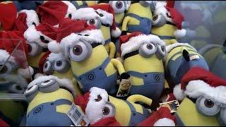 getlinkyoutube.com-Christmas Minion Wins From An Elaut Claw Machine!! Say Whaaaat!?!?!