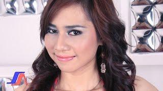 getlinkyoutube.com-Tracey Kuen - Kepiting Laut (Official Music Video)