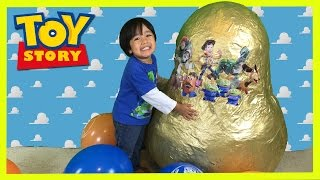 getlinkyoutube.com-GOLDEN GIANT EGG SURPRISE OPENING Disney Toy Story Woody Buzz Lightyear Ryan ToysReview