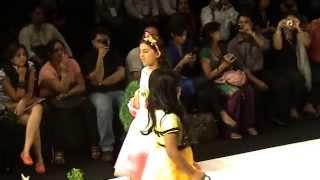 getlinkyoutube.com-Anuskha ramp walks for Designer Niharika's show.