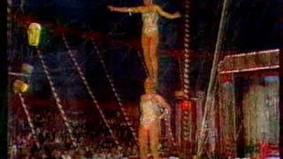 getlinkyoutube.com-Circus women acrobats duo Tovarich