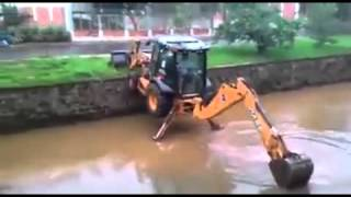 getlinkyoutube.com-This Guy Has Some Serious Backhoe Skills