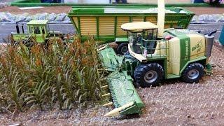 getlinkyoutube.com-RC Siku Control 32 tractor action playing at Krone farmworld