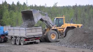 getlinkyoutube.com-Nordberg Lokotrack Crushers - Volvo EC460CL - L220F OptiShift