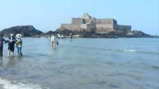 getlinkyoutube.com-Quand les touristes se font piéger Par la marée montante