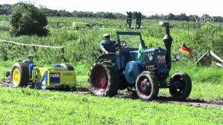 getlinkyoutube.com-Lanz Bulldog in Action / Tractor Pulling