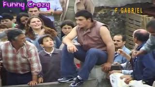 مواجهات مضحكة بين الثيران والبشر في الاحتفالات - حاول ان لا تضحك - الثور في مواجهة البشر