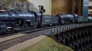 getlinkyoutube.com-Gary Schrader's O Gauge Southern Pacific ~ Santa Fe Model Train Layout