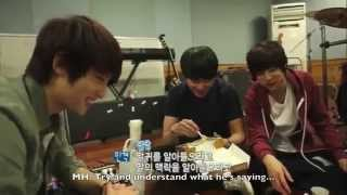 getlinkyoutube.com-[ENG] CNBLUE's conversation while eating pizza