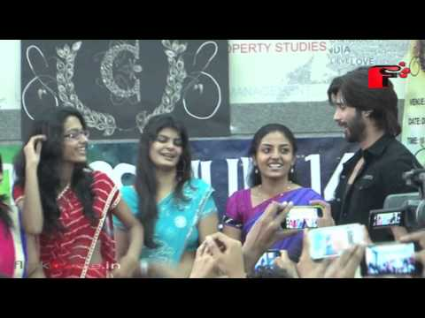 Shahid Dance Moves with  Nanavati College Girls