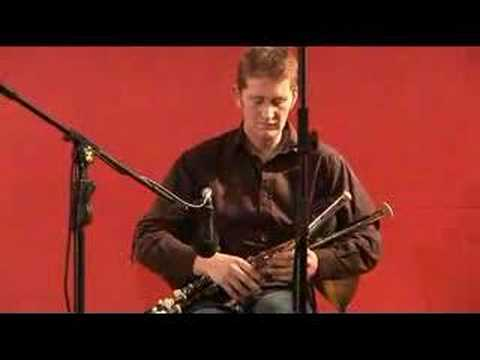 Tiarnan  Duinnchinn - Uilleann Pipes