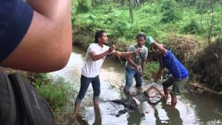 getlinkyoutube.com-Evakuasi penemuan mayat anonim di kali Nakau