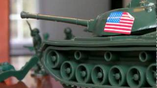 getlinkyoutube.com-Plastic Soldiers vs. Giant Cat