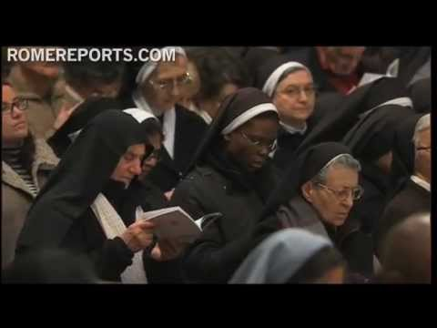 Pope prays with thousands of religious at St  Peter's Basilica