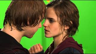getlinkyoutube.com-Ron and Hermione BTS Kiss / HP Wizards Collection