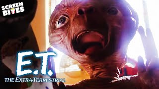 getlinkyoutube.com-E.T. the Extra-Terrestrial   Screaming Down The House: Michael meets E.T. for the first time