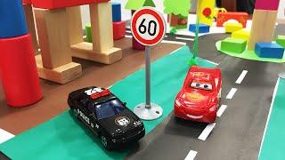 getlinkyoutube.com-Мультик про машинки  -  дорожные знаки,полиция,светофор,тачки.