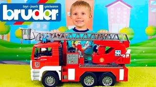 getlinkyoutube.com-Пожарная машина Bruder MAN и Даник. Интересные машинки Брудер для детей