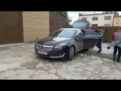 В багажник Opel Insignia закинули рохлю)