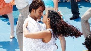 getlinkyoutube.com-Jee Le (Love Reprised) | U Me Aur Hum | Ajay Devgn & Kajol