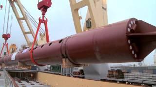getlinkyoutube.com-loading 600 tons jack up legs into mv lone heavy lift vessel rhb stevedoring rotterdam