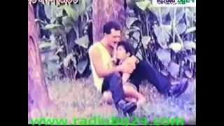 getlinkyoutube.com-Bangla movie song Salman Shah Lal lal oi gale ekta chumu Premjuddho