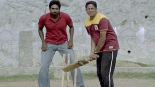 getlinkyoutube.com-Most Funny Scene | Vijay's Cricket Play With Friends - Naduvula Konjam Pakkatha Kaanom Movie Scene