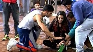 getlinkyoutube.com-Shraddha Kapoor fell down while shooting song on ABCD 2