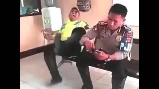 getlinkyoutube.com-Funny Dubsmash - Video Lucu Gokil - Polisi Kentut Gokil Abis