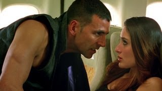 getlinkyoutube.com-Akshay gets on Kareena have a flight fight | Kambakkht Ishq