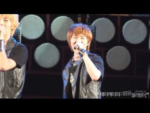 [fancam] 110804 SHINee Onew smiles to fancam @ World percussion festival