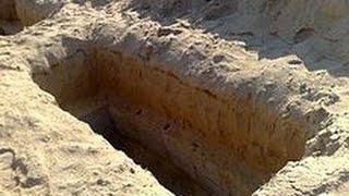 getlinkyoutube.com-لن تصدق ماذا وجدوا بعد ان فتحوا قبر احد شهداء رابعة