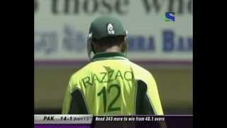getlinkyoutube.com-Abdul Razzaq smashes India 88 (13 4's, one 6) 2nd ODI 2005. INDIA CHOKED
