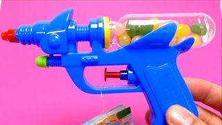 getlinkyoutube.com-Candy Toy Gun - Water Gun with Jelly Belly Beans