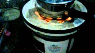 getlinkyoutube.com-ロケットストーブ型の七輪で燃料はサラダ油です。