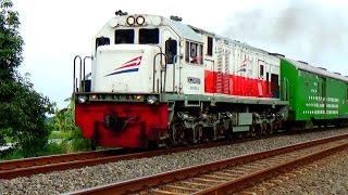Aksi Masinis Kereta Api Indonesia Menyapa Penggemarnya