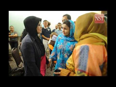 MISSING MH370: Rosmah spends time with passengers family members