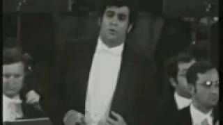 "getlinkyoutube.com-Plácido Domingo sings ""La fleur que tu m' avais jetée""1970 LIVE!!!"