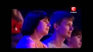 getlinkyoutube.com-парень сирота поет песню помолимся за родителей до слез!!!!!