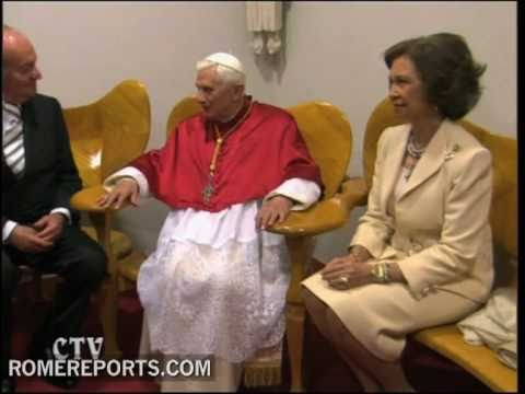 Pope meets Spanish king and queen in Barcelona