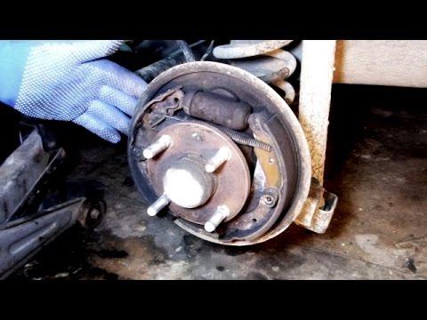 Замена задних тормозных колодок Chevrolet Aveo.