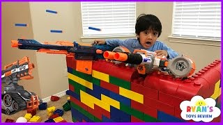 getlinkyoutube.com-Nerf Gun War Kid vs Daddy! Protect the Fort! Family Fun Playtime with Ryan ToysReview