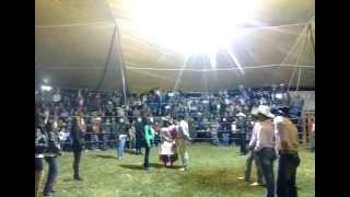 Cachetadas y Besos en San Diego Linares Jaripeo 2014