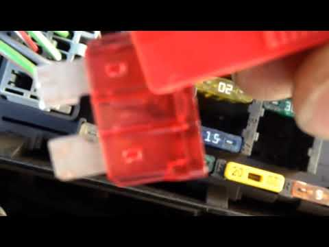 Расположение предохранителя фары ближнего света у Volvo V40