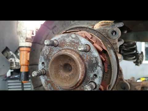Расположение у KIA K3 троса ручного тормоза